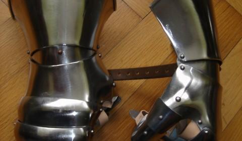 Fäustling-Plattenhandschuhe, geschmiedet von Pavel Marek
